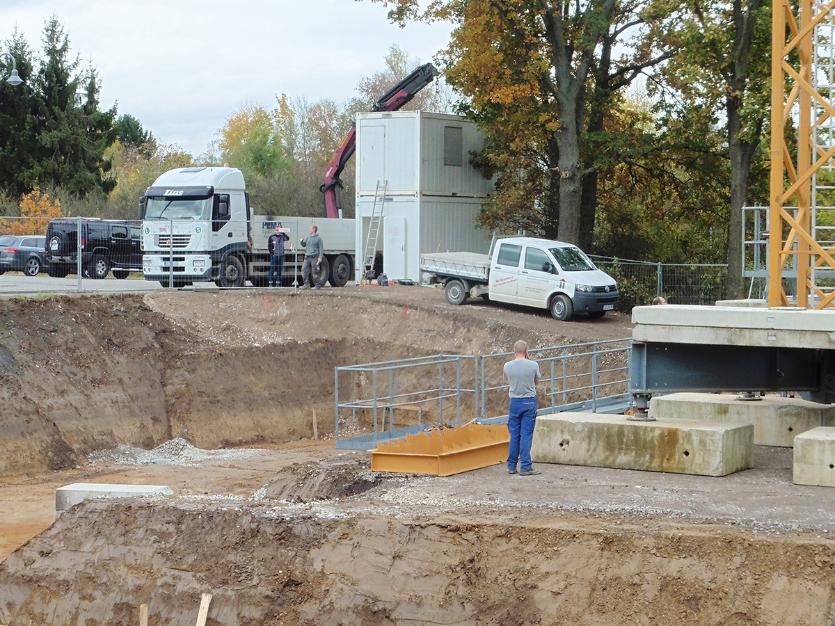 4.11.2014 | Die Baugrube ist ausgehoben, die Baustelle eingerichtet.
